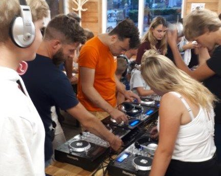 DJ- workshop 3.jpg
