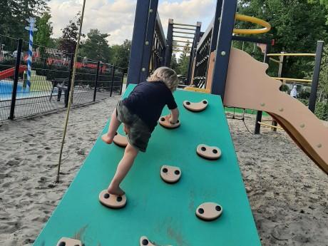 Speeltuin klimwand (2).jpg liggend.jpg